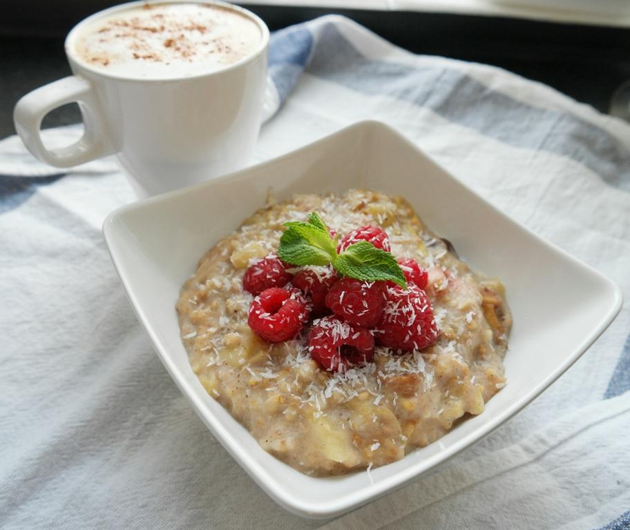 Slow-cooked Apple Rhubarb Oatmeal (VG, GF, DF)